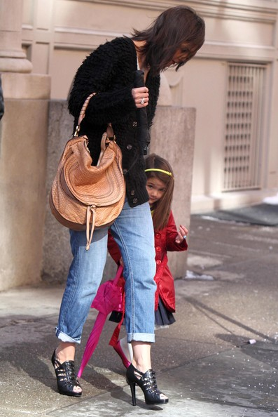 Katie+Holmes+Daughter+Suri+Leaving+Their+Home+A5rZ3jucDQVl