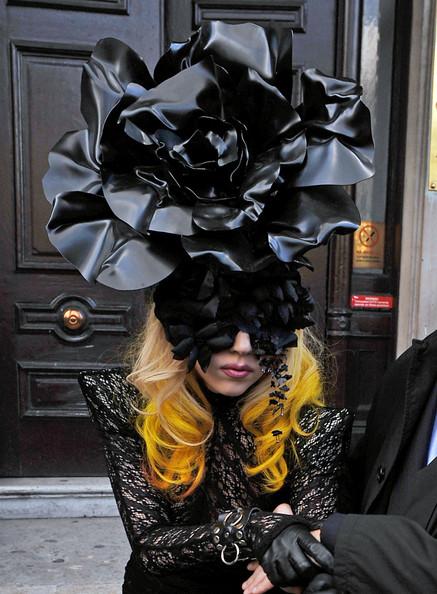 Gaga+s+rosy+hat+xYOjwp5ScxKl