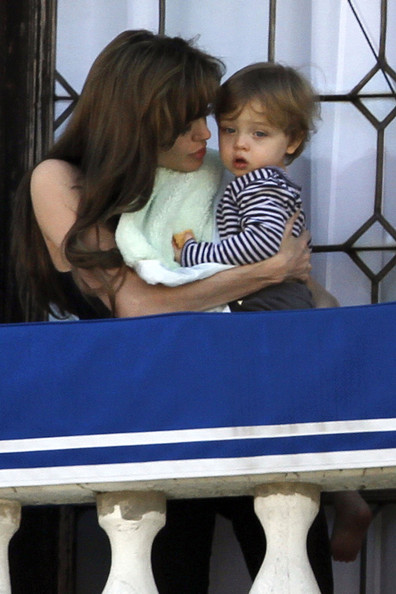 Angelina+Jolie+holds+son+Knox+tightly+while+3gT8yuQCY85l