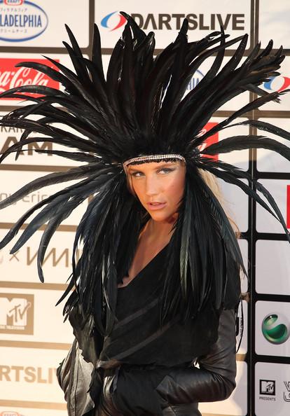 Kesha indian feathers